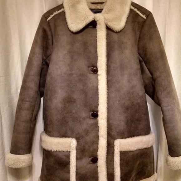 Abercrombie & Fitch Jackets & Blazers - Abercrombie & Fitch Faux fur coat